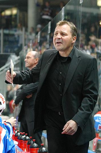 Trainer Andreas Brockmann muss bis kurz vor Schluss zittern