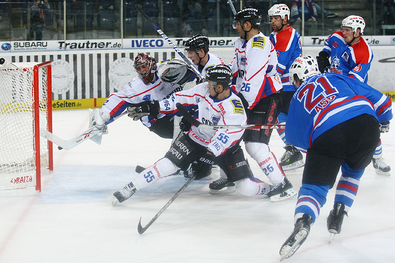 3 Minuten vor Spielende erlöste Morten Ask mit seinem Treffer zum 3:2 die Nürnberger Eishockeyfans.