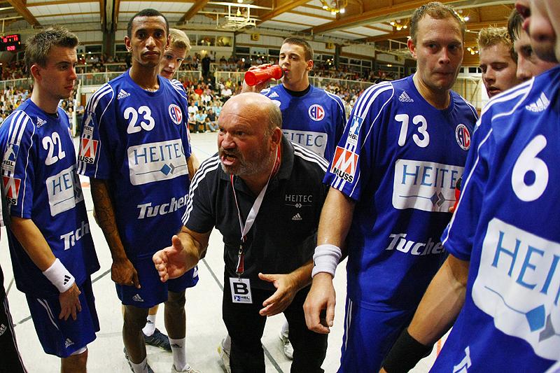 Frank Bergemann heizt seine Jungs bei einer Auszeit ein