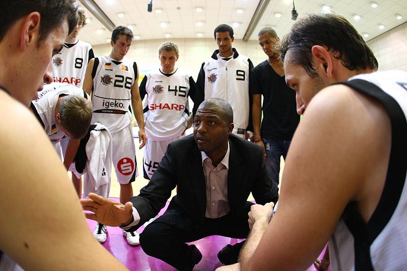 Einstand nach Maaß für den neuen Coach Derrick Taylor des Nürnberger Basketball Clus