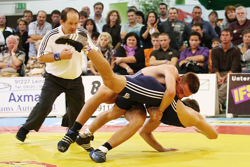 Griechisch römisch bis 74 kg: Martin Klopf (rot, Johannis) gegen Benjamin Sadkowiak (blau, Rostock)