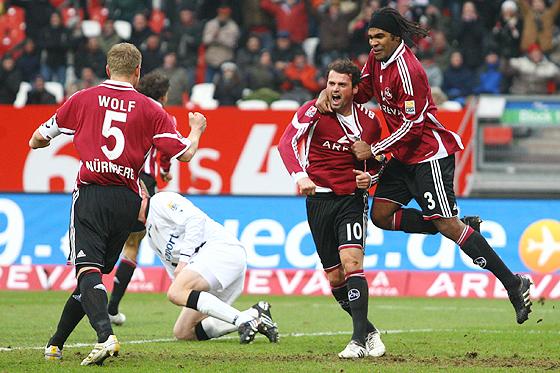 Albert Bunjaku, Breno und Andreas Wolf jubeln über das Tor zum 1:0