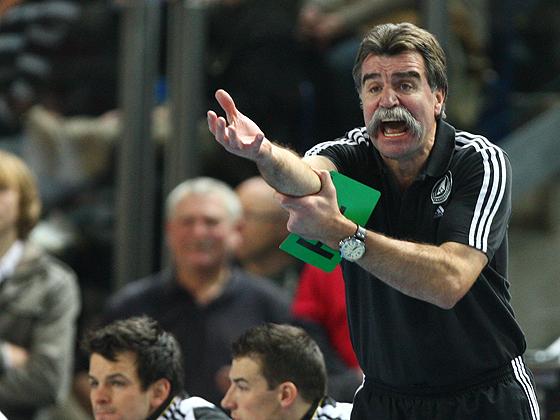 Trainer Heiner Brand emotional an der Seitenlinie