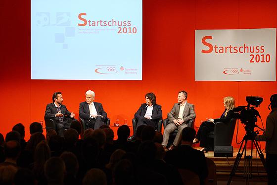 Die Talkrunde mit Lothar Matthäus, Rainer Holzschuh (kicker-Herausgeber und ex DFB-Pressesprecher), Frank Wörndl (Slalom-Weltmeister), Sven Fischer (Biathlon-Olympiasieger) und Petra Bindl (Moderatorin ZDF)