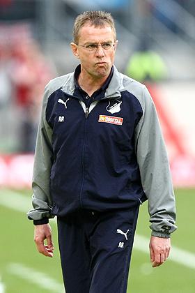 Trainer Ralf Rangnick (Hoffenheim) angefressen