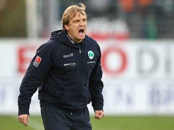 Trainer Mike Büskens (Fürth) wütend