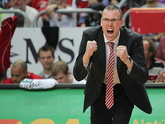 Head Coach Chris Fleming (Bamberg) feuert Team an