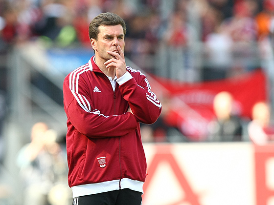 Trainer Dieter Hecking (Nürnberg) stumm und ratlos