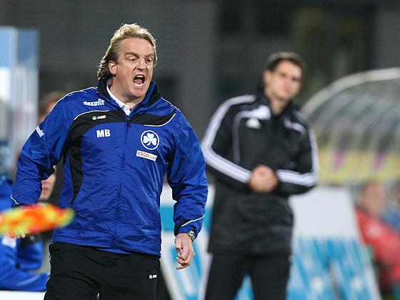 Trainer Mike Büskens (Fürth) wütend.