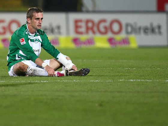 Milorad Pekovic (Fürth) niedergeschlagen.