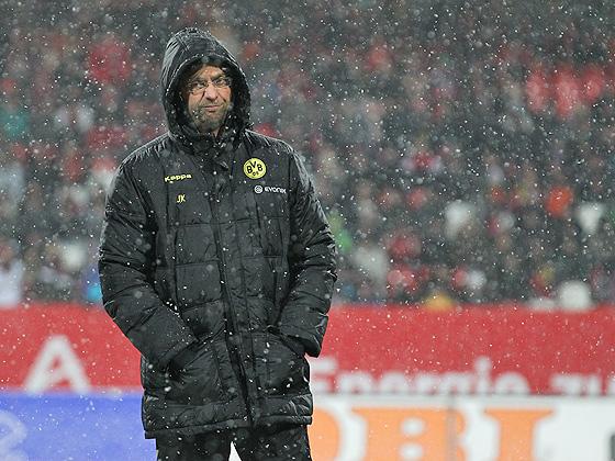 Trainer Jürgen Klopp (Dortmund) im Schneegestöber